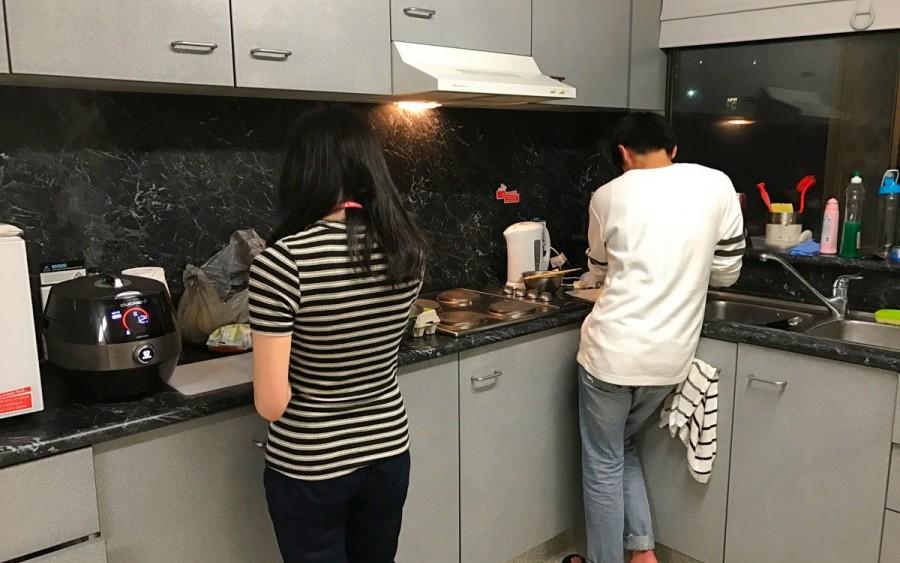 大学寮の共有キッチン