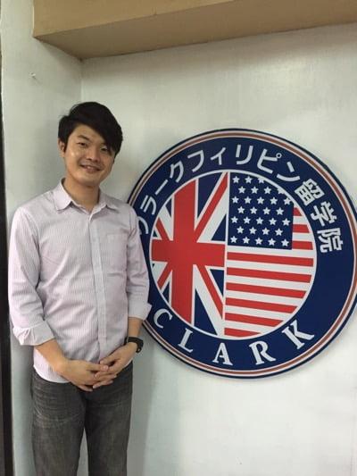 クラークフィリピン留学院ロゴ男性