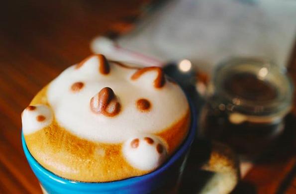 マニラ カフェ Commune Cafe + Bar