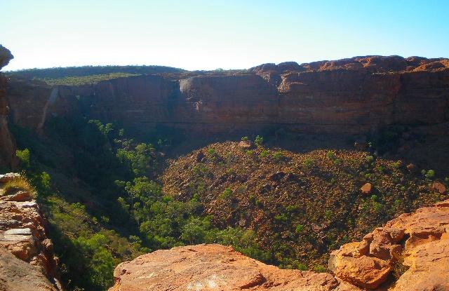 カタジュタ(オルガ岩群)の風の谷