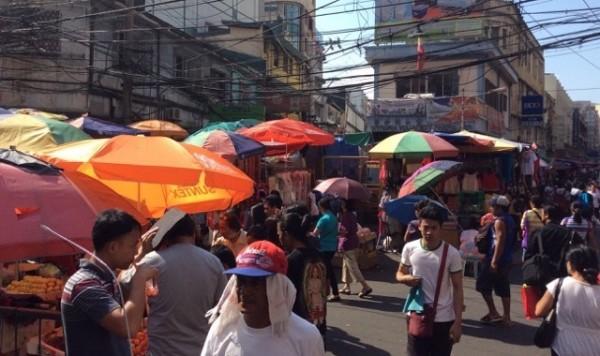 フィリピン・マニラにある巨大マーケット「ディビソリア」