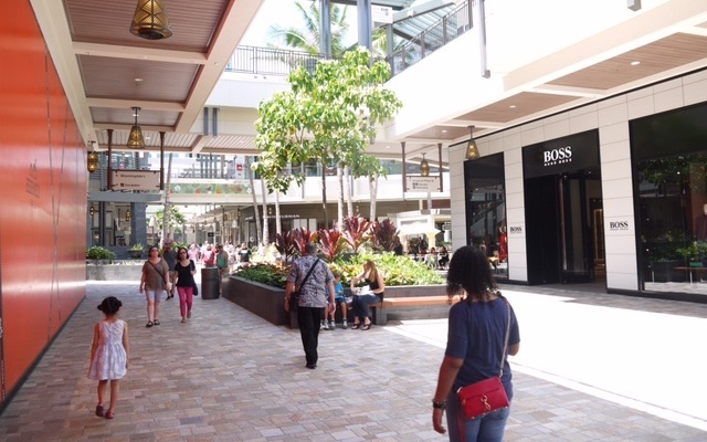 ホノルル最大のショッピングセンター「アラモアナセンター」