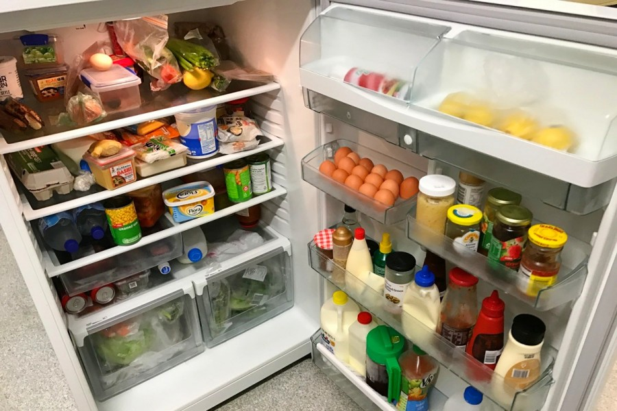 大学寮の共有冷蔵庫