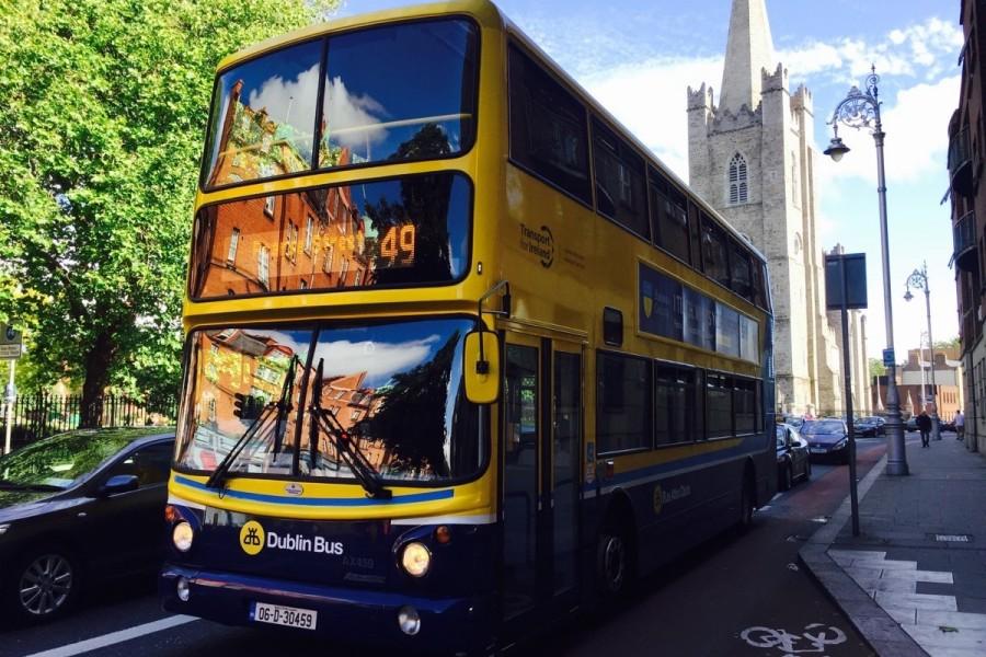 ダブリン市内の2階建てバス