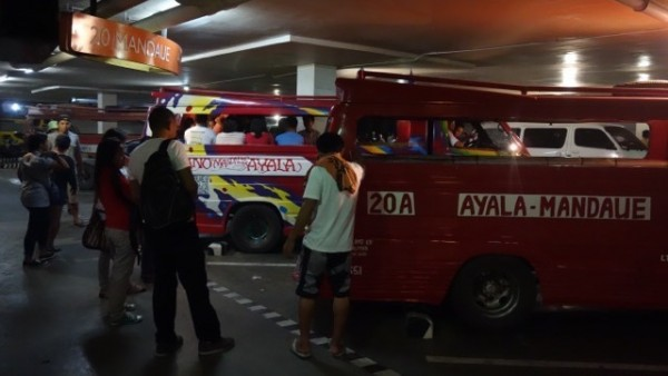 フィリピンのジプニー(Jyepnee)ターミナル
