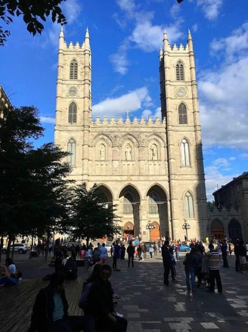街の中心にあるノートルダム聖堂