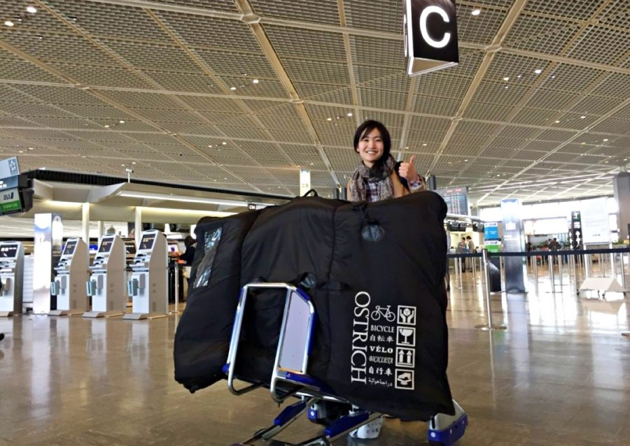 空港にてこれから留学へ出発するAyakaさん