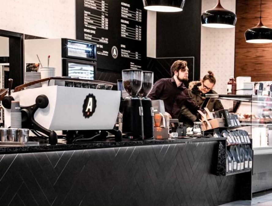 カルガリー カフェ Analog Coffee 17 Ave(アナログ・コーヒー・17番街)