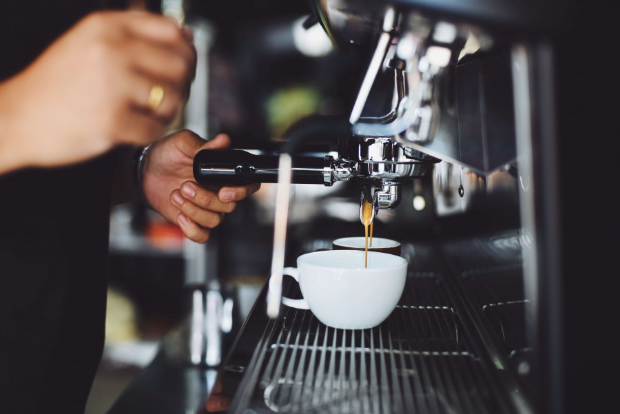 カフェ店員