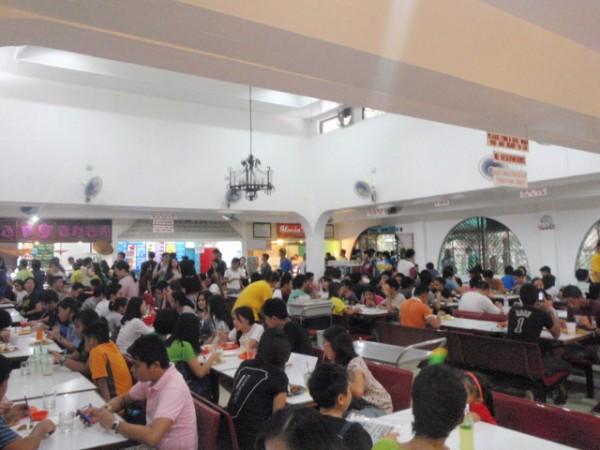 フィリピン大学敷地内の食堂