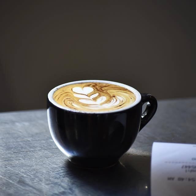 パース カフェ Holmes & Co