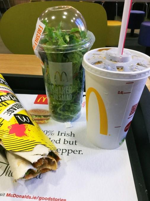 マクドナルドのラップサンドとサラダのセット