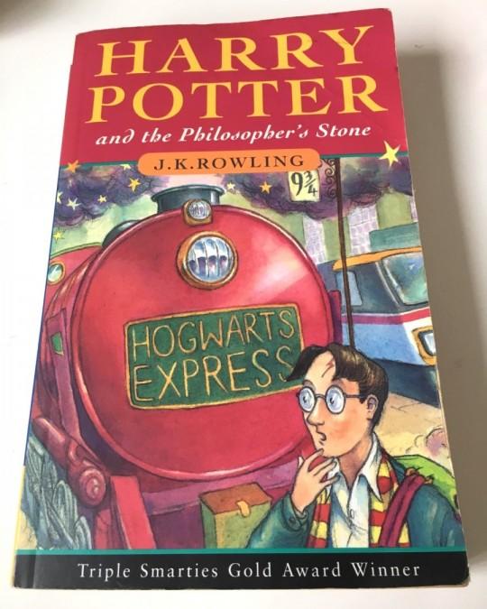 英語児童書「ハリーポッターと賢者の石」