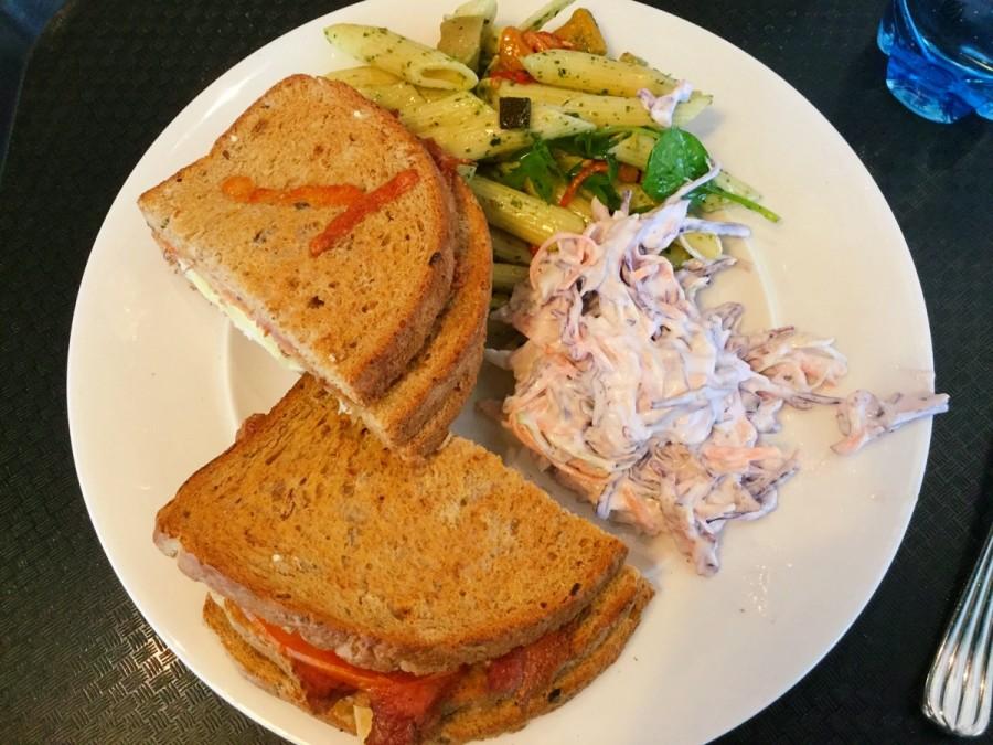 タイタニック記念館内カフェでの昼食