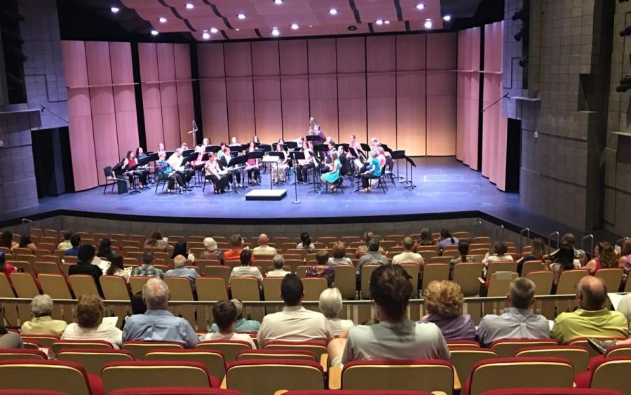 大学にあるコンサート会場で定期的に演奏会が行われている様子