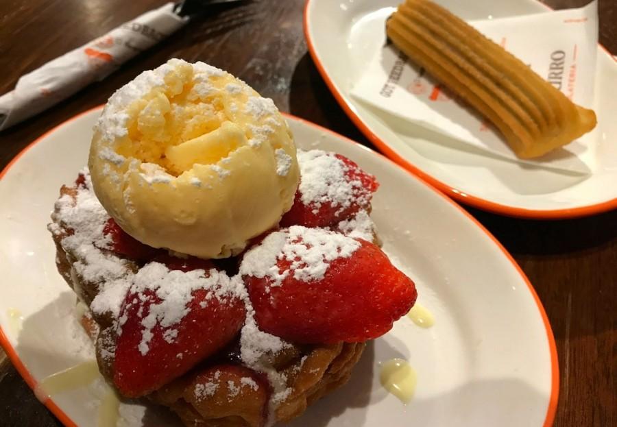 Funnel cakeのストロベリー&ホワイトチョコレート