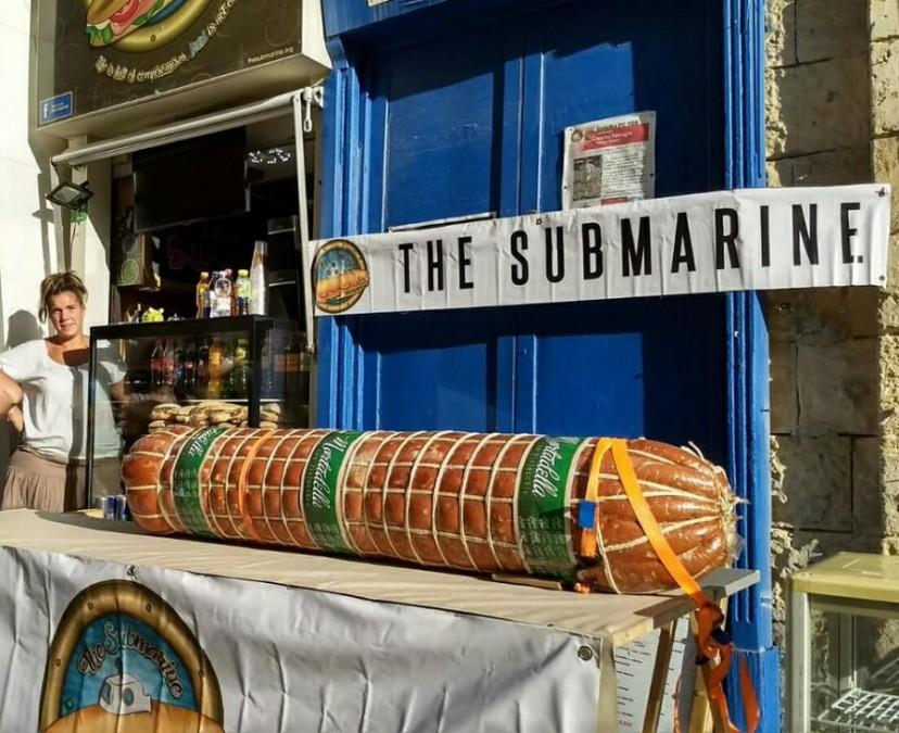 バレッタ レストラン The Submarine