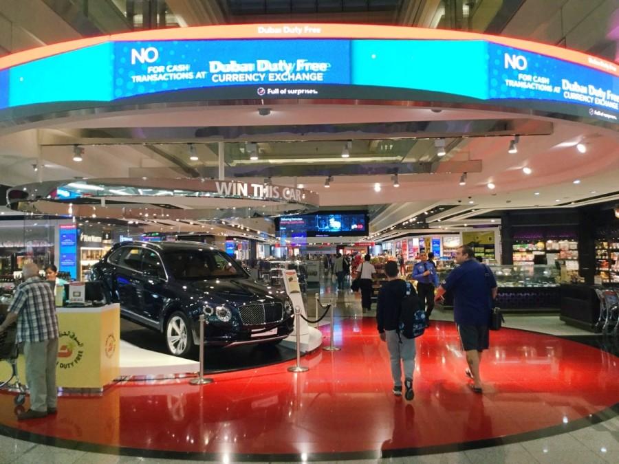 ドバイ国際空港の免税店街