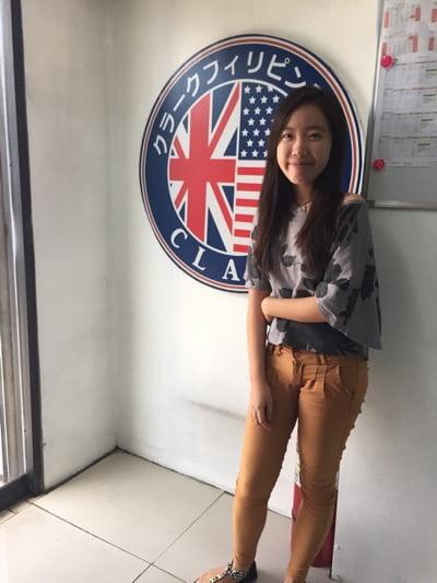 クラークフィリピン留学院ロゴ女性