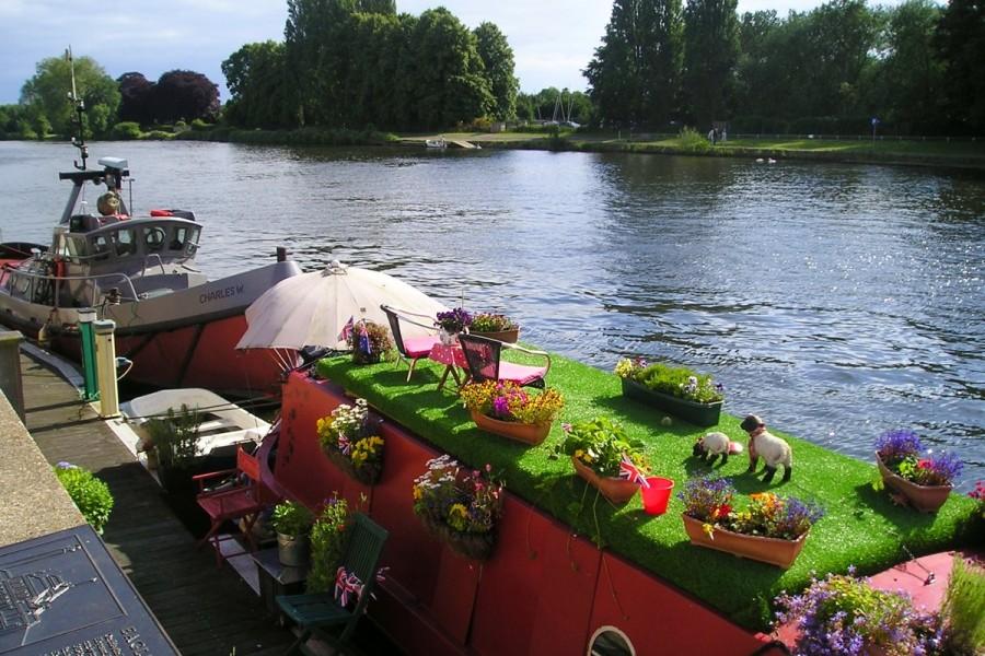 テムズ川に浮かぶボート・ハウス