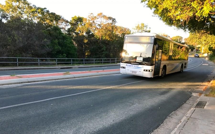 ノース・ストラドブローク島内のバス