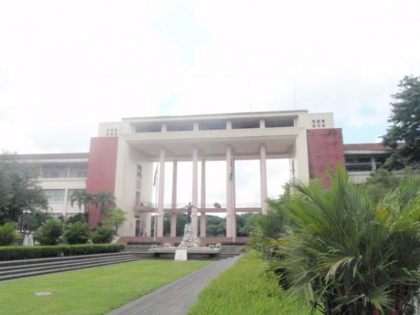フィリピン大学の正門