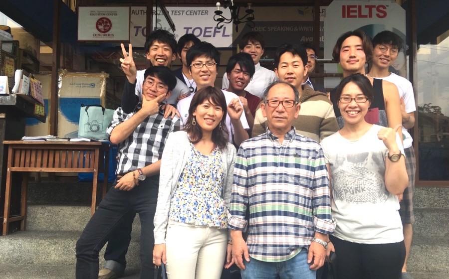 フィリピン人の先生やアジア各国の留学生との写真