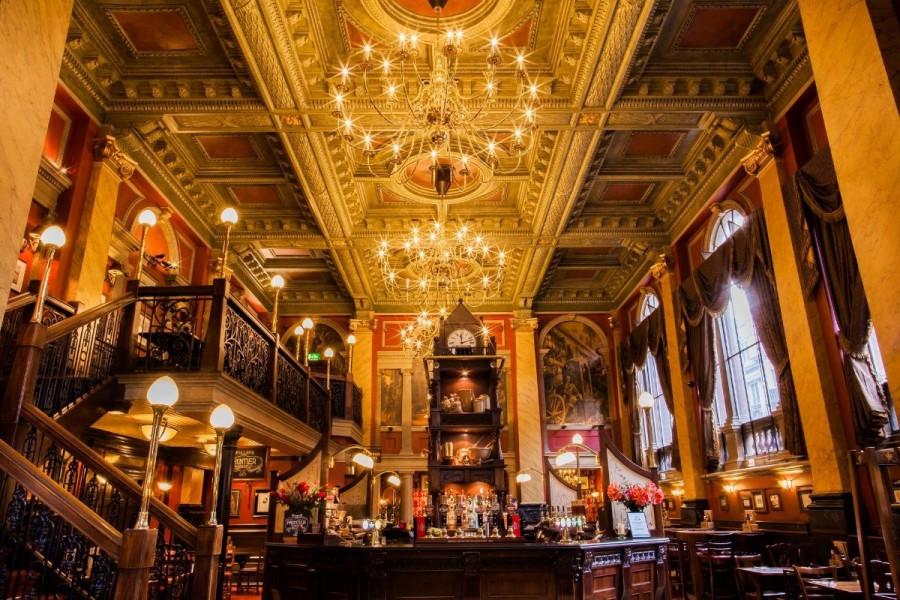 イギリス パブ The Old Bank of England