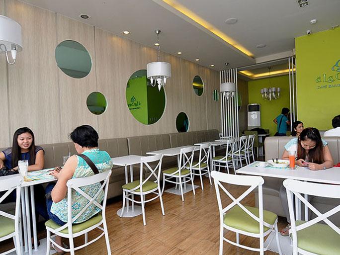 クラーク カフェ A La Creme Cakeshop & Cafe(アラクレームケーキショップアンドカフェ)
