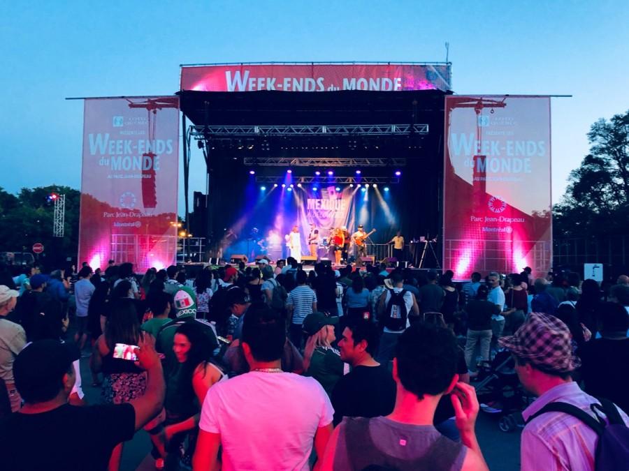 メキシカンミュージックの野外ライブ