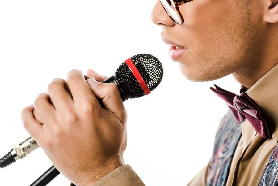 歌うように英語を話す