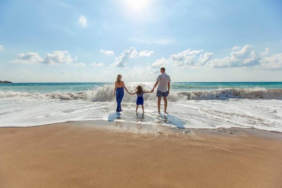 小学生の海外留学に親は付いていくか