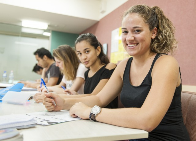 授業の多さが魅力!多くの他校が20時間の中、週23時間のクラスはここだけ
