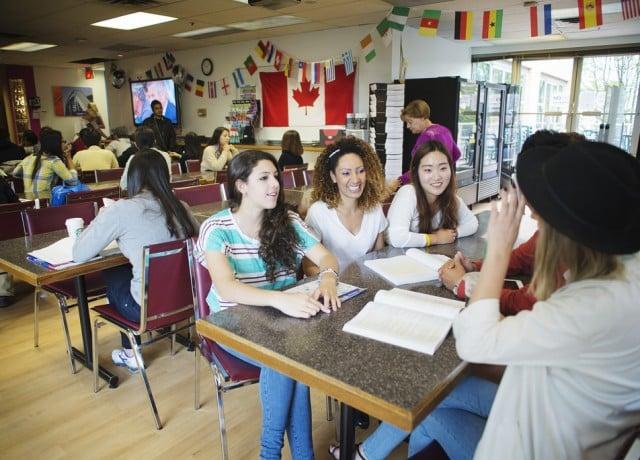 多国籍の留学生との交流で、広い国際感覚を身に付ける
