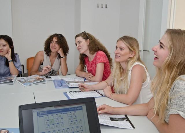 世界遺産ヴァレッタの学校ならではの落ち着いた環境で生徒平均年齢約35歳