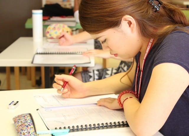 充実の授業時間とセミスパルタ式の管理体制で確実に英語力アップ!