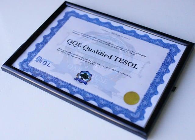 900人の教師に英語を教えるための国際資格TESOL取得を義務付け