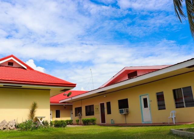 質素で、手作り感のある田舎の学校