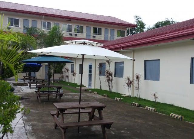 C2UBECEnglishAcademyの校舎外観