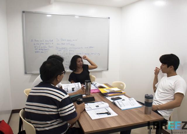 自慢の講師陣に日本人の学生がとても少ない多国籍な環境!