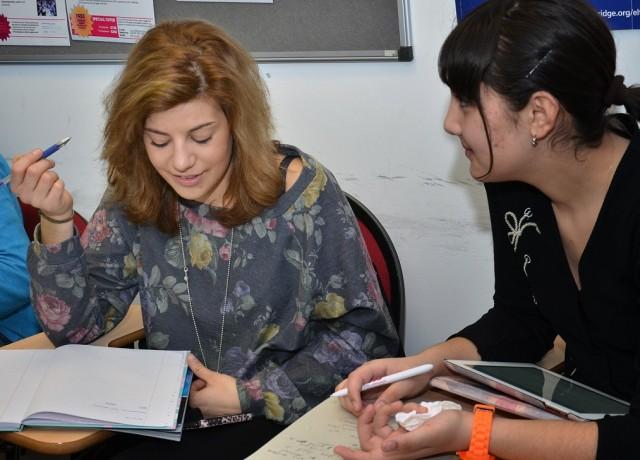 経験豊富な講師陣は講師養成者としても多数活躍!日本語対応スタッフも在籍