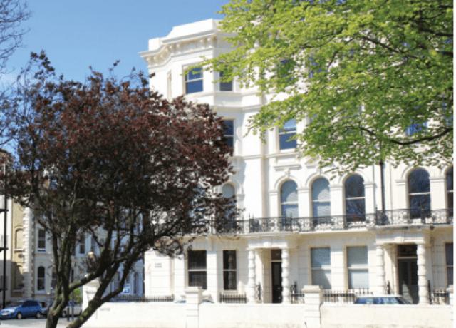 雰囲気のいい校舎でイギリスの歴史を体感できる!
