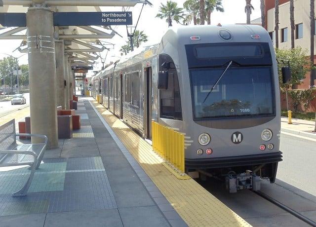 電車を使い、サンタモニカやハリウッドなどの主要観光地へ行くことができる!
