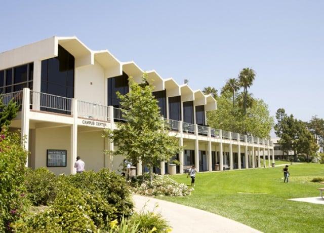 カプラン サンタバーバラの校舎外観