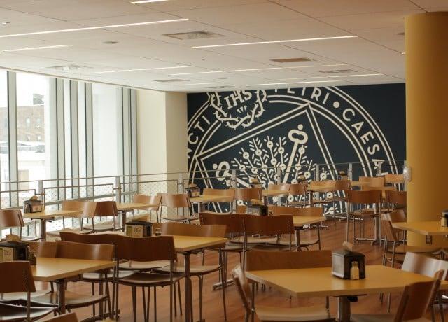 4年制の大学内にあるオンキャンパス校!