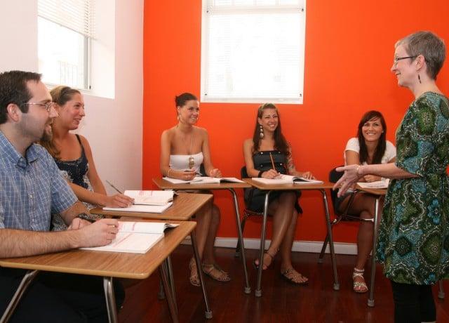 プロフェッショナルな講師とソーシャルプログラムが魅力