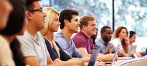 外国人生徒が比較的多く、日本人以外の生徒とも交流したい方向けの語学学校の一覧です。